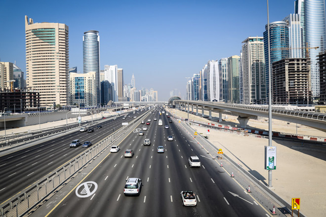 UAE-to-trial-new-'mobile-phone-free'-traffic-lanes